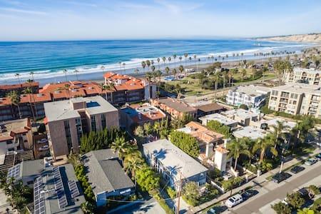 Sleek & Stylish Flat Steps to Beach - San Diego - Apartment