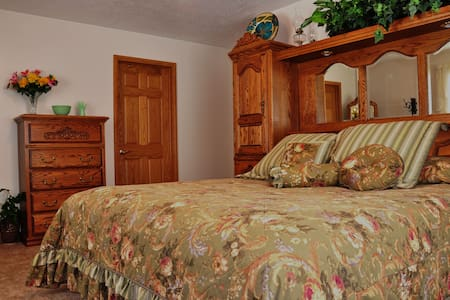 Yellowstone Home Guest Room - Casa