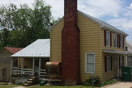 Older 3 Bdrm House in Mt. Crawford Right off I-81 - Casa