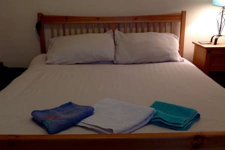 King size sleeping in chilled house - Manchester - Bed & Breakfast