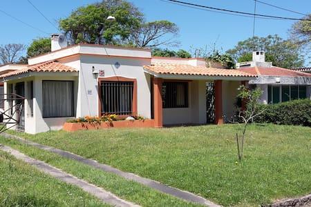 Preciosa casa en Las Toscas - Las Toscas - Huis