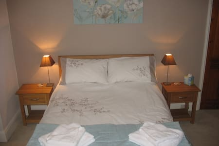 Pretty Double Room near Cathedral Quarter - Bed & Breakfast