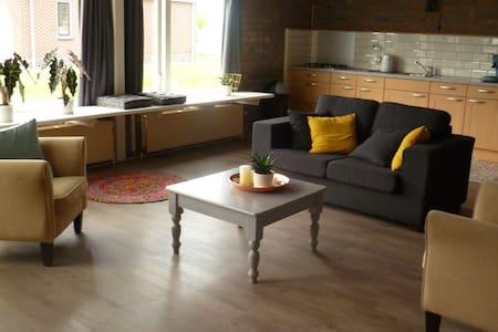 Prachtige ruime kamer, in Brantgum, Friesland - Lakás