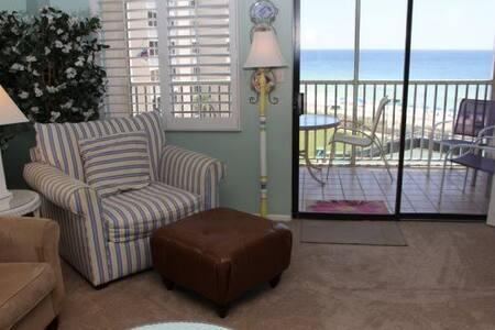 Room type: Entire home/apt Property type: Condominium Accommodates: 4 Bedrooms: 1 Bathrooms: 1