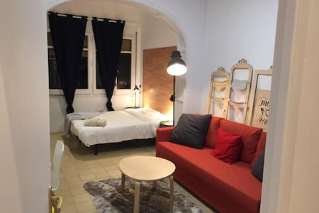 Huge Room cerca Plaza Catalunya w/private bathroom - Barcelona - Wohnung