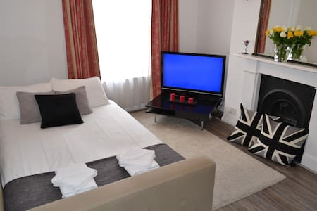"Lovely Double Room ""Hammersmith / Shepherds Bush"" - London - Lejlighed"