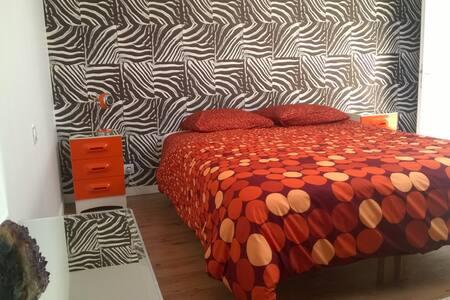"B&B Chambre privée "" Le Zèbre "" - Cars - Bed & Breakfast"