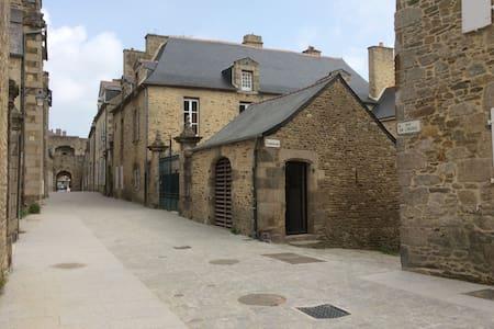 2 pièces au calme en cœur de ville historique - Dinan