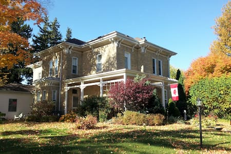 Victorian Pines Bed and Breakfast - Glencoe