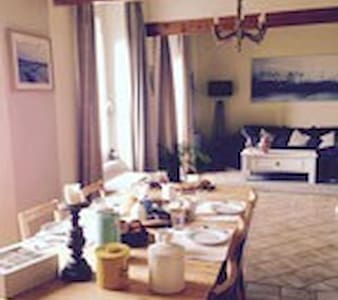 Chambres dans maison avec piscine proche Narbonne - Boutenac - Bed & Breakfast