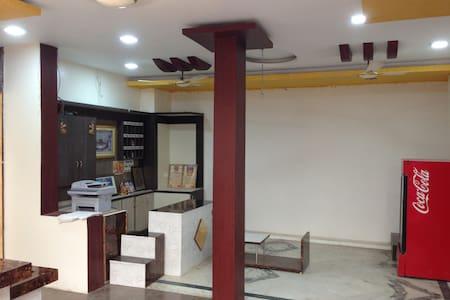 Perfect stay for Mahakal Temple Visitors - Ujjain - Haus