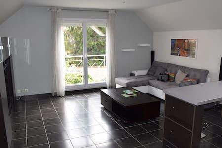 Appart 62 m² dans pavillon +parking fermé+terrasse - Apartment