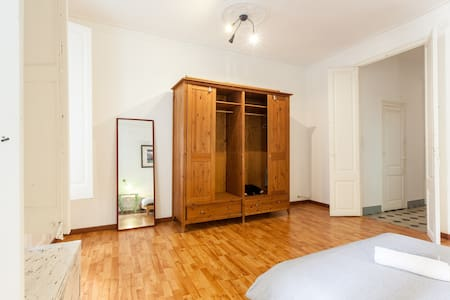 Spacious, clean room in city centre - Apartment