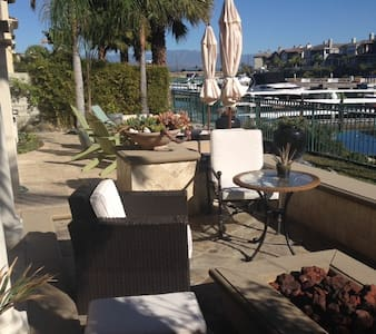 This is a vacationers dream! This designer home is on the marina. Includes private spa, 2 bikes to cruise to the beach or local restaurants. 2 stand up paddle boards to cruise the marina. Full breakfast included.