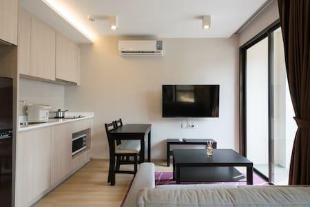 New room 3min walk to BTS, near Platinum and Siam - Bangkok - Apartamento