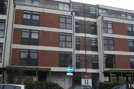 2 bedroom apartment - West Molesey
