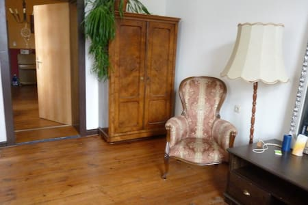 Schönes, helles Zimmer in zentraler Altbauwohnung - Flat