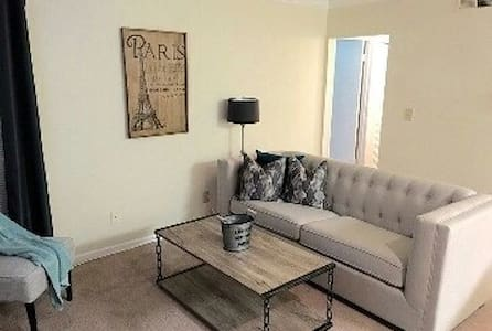 Beautiful 2BD/2BA Close to Maxwell Air Force Base - Lakás