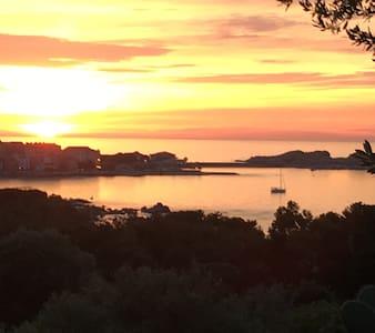 Maison avec magnifique vue sur l'île Rousse - Casa