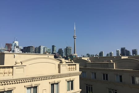 Spacious master bedroom in 3 storey townhouse - Toronto - Townhouse