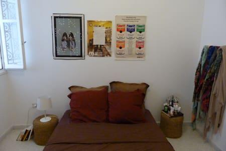 Chambre pleine de bonne humeur à la Marsa - 公寓