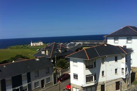 Precioso Ático en Puerto de Vega - Appartement