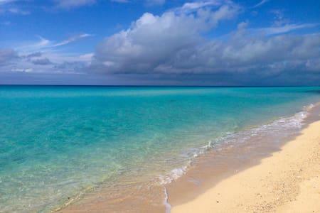 Beautiful Two Story Beachfront Villa - Casa de campo