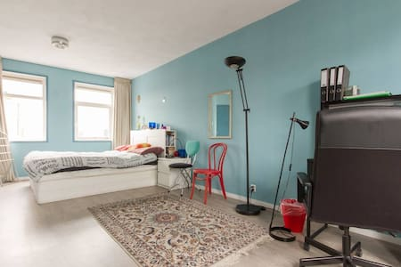 Large double bedroom with private bathroom. - House