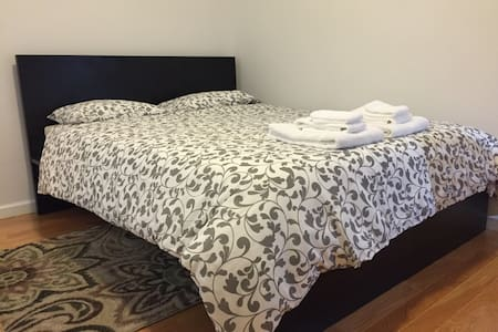 Private Room near NYC! - North Bergen - House