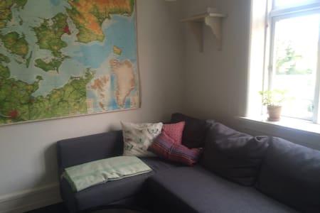 Værelse i vores dejlige hus - Brønshøj - Other