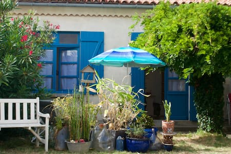 Guest house with terrace, 60 yards from beach - Saint-Georges-de-Didonne