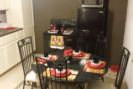 Quiet, comfortable apartment. - Laredo - Apartemen