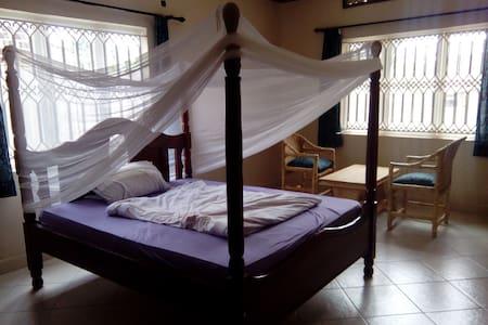 Beutiful big non sc bedroom in a peaceful setting - Kampala