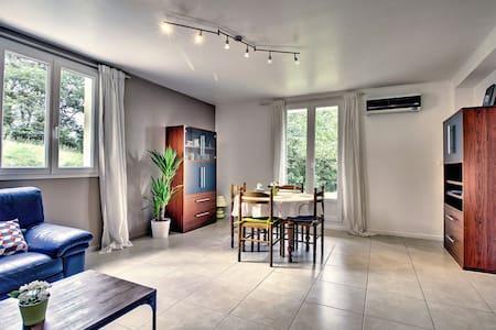 F3, tout confort, 2 chbres et terrasse à Montmorot - Apartmen