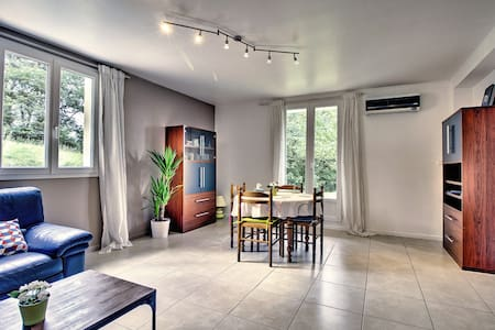F3, tout confort, 2 chbres et terrasse à Montmorot - Lejlighed