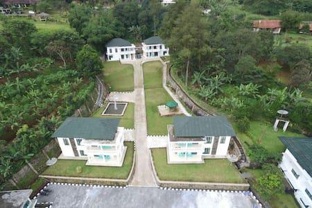Villa Griya Wira Karya - cisarua sarua - Villa