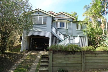 Leafy Brisbane home with parking - Milton