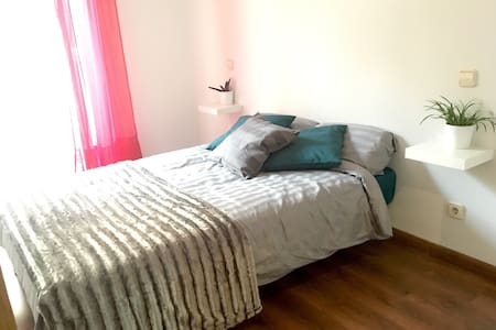 Double room, Atocha brand new, Wifi and balcony - Madrid - Appartement