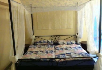 Gemütliches orientalisches Zimmer im Haus für 1-4 - Piso Inteiro