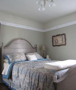 The Anita Marie Suite of the Columbiana Inn B&B - Bed & Breakfast