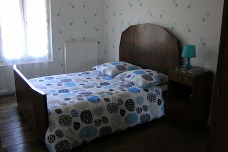 chambres dans maison à la campagne!  CHAMBRE 1 - Champigny-lès-Langres