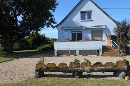 Chambre avec balcon et salle de bain privée - Haus