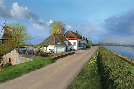 Lovely dike house 'Cozy' -splendid mill+ riverview - House