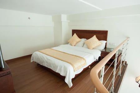 三亚湾阳光海岛海边度假公寓+512阁楼复式家庭房(4人间)1晚(离海近+生活交通方便) - Sanya