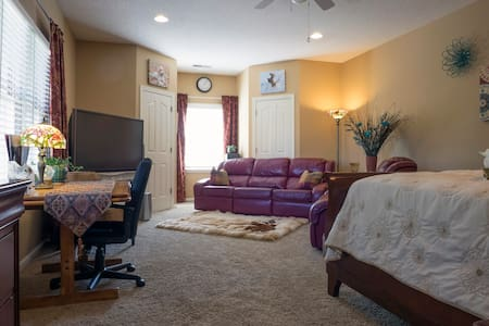 Germantown DELUXE Suite $77 night - Germantown - Casa