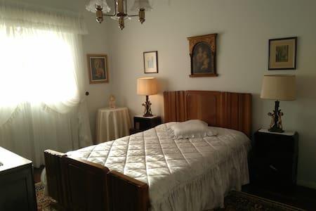 Fátima // quarto de casal :: cozy room near Fátima - Maison