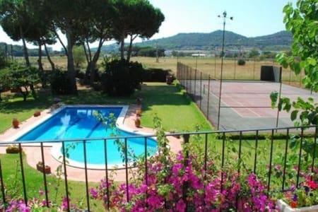 Villa Frasco met zwembad,tennis - Girona - Villa