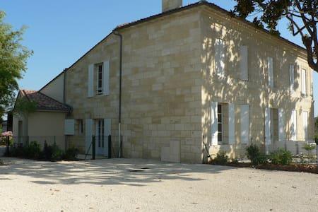 Gîte du Château Lestrille - Saint-Germain-du-Puch - Apartment