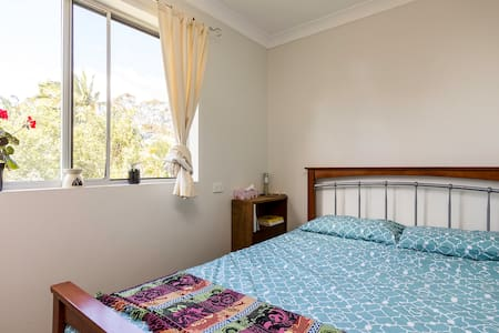 Affordable, cozy accomodation in central Sandgate - Sandgate - Apartment