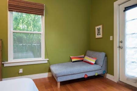 Relax in the city, private entrance - Seattle